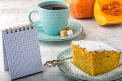 Пирог и чай тыквы стоковое изображение rf