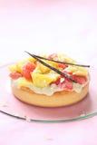 Пирог кокоса с свежими грейпфрутом и ананасом Gummies Стоковая Фотография