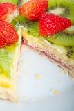 Пирог пирога кивиа и клубники Стоковое фото RF