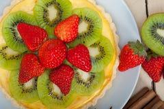 Пирог пирога кивиа и клубники Стоковые Изображения RF