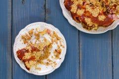 Пирог плодоовощ на белом блюде Стоковое Изображение