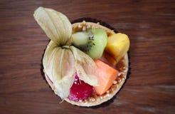 Пирог плодоовощ на деревянном столе Стоковая Фотография