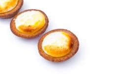 Пирог сыра на белой предпосылке стоковое изображение