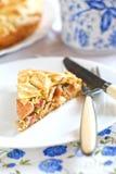 Пирог с ветчиной, сыром и цыпленком стоковые фото