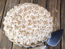 Пирог с кусками персика и меренги Стоковое Изображение RF