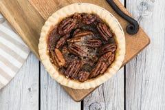 Пирог с орехами на деревянном столе, надземном взгляде Блюдо благодарения стоковая фотография rf