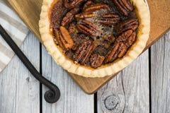Пирог с орехами на деревянном столе, надземном взгляде Меню благодарения стоковое изображение