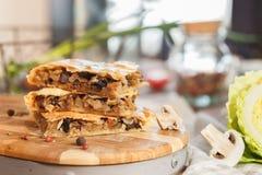 Пирог с потушенной капустой Стоковые Изображения RF