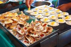 Пирог тайского стиля хрустящий на подносе. Стоковое Фото