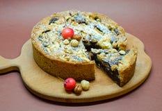 Пирог шоколада с чокнутым и одичалым яблоком Стоковое Фото