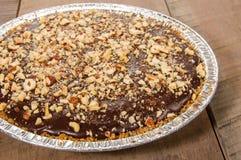 Пирог шоколада с замороженным отбензиниванием гайки Стоковое фото RF