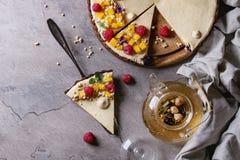 Пирог шоколада с манго и полениками Стоковые Фотографии RF