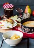 Пирог Яблока с вареньем и карамелькой груши Стоковые Изображения RF