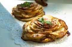 Пирог Яблока с мятой и циннамоном Стоковые Фото