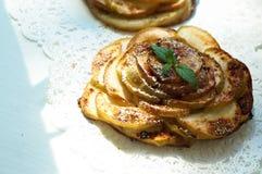 Пирог Яблока с мятой и циннамоном Стоковое Изображение