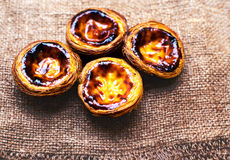 Пирог яичка - Pasteis de nata, типичные португальские печенья пирога яичка Стоковые Изображения
