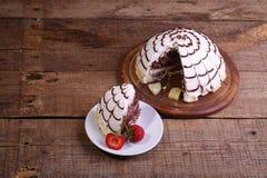 Пирог Pancho от печенья шоколада и кусков ананаса, Стоковые Фотографии RF