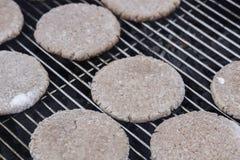 Пирожки гамбургера на барбекю Стоковые Изображения RF