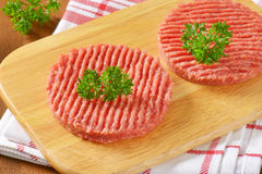 пирожки гамбургера сырцовые Стоковое Фото