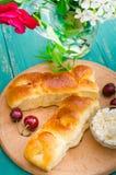 Пирожки с творогом плюшки Деревянная предпосылка Взгляд сверху Конец-вверх Стоковые Изображения