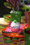 пирожне дня рождения цветастое Стоковые Фотографии RF