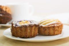 2 пирожного с ванильной завалкой Стоковое Изображение RF