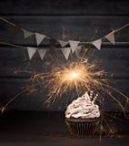 Пирожное бенгальского огня дня рождения Стоковые Изображения RF