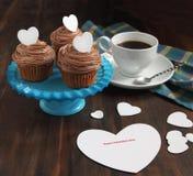 Пирожное Валентайн и карточка Валентайн Стоковая Фотография RF