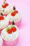 Пирожное на розовой предпосылке Стоковое фото RF