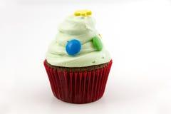 Пирожное при зеленая сливк изолированная на белой предпосылке Стоковые Фото