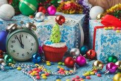 Пирожное рождества при покрашенная рождественская елка украшений сделанная от mastic кондитерскаи Стоковое Изображение