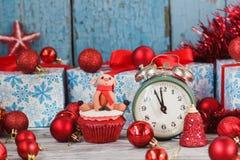 Пирожное рождества при покрашенные олени украшений сделанные от mastic кондитерскаи Стоковые Фотографии RF