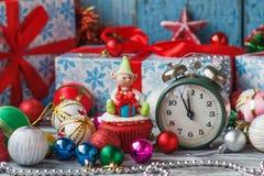 Пирожное рождества при покрашенный эльф украшений сделанный от mastic кондитерскаи Стоковые Изображения RF