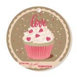 Пирожное с ванильной сливк и розовой литерностью сахара и сердца на день валентинок Поздравительная открытка, бирка или стикер дл иллюстрация штока