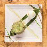 Пирожное с водорослями на лист банана с ветроуловителем мороженого стоковая фотография