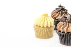 Пирожное с сливк масла на белизне Стоковое Фото