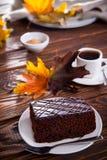 Пирожное шоколада с настроением чашки кофе и осени Стоковые Фотографии RF