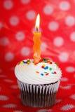 Пирожное шоколада с померанцовой волнистой свечкой Стоковая Фотография