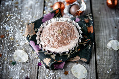 Пирожное шоколада рождества на деревянных досках. Концепция праздников Стоковая Фотография