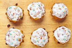 Пирожные выпечки на доске Стоковая Фотография