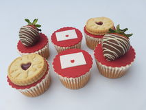 Пирожные влюбленности валентинок стоковые фото
