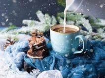 Пирожные и кофе плавленого сыра с молоком снежок Стоковая Фотография RF