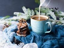 Пирожные и кофе плавленого сыра с молоком Стоковая Фотография RF