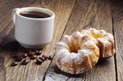 2 пирожные и кофе Стоковая Фотография RF