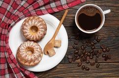 2 пирожные и кофе Стоковая Фотография