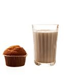 Пирожные и молоко на белизне Стоковые Изображения