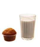 Пирожные и молоко на белизне Стоковые Фотографии RF