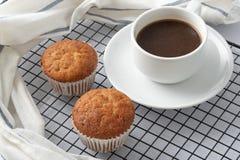 Пирожные & кофе банана Стоковая Фотография RF
