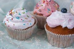 Пирожные на вечеринке по случаю дня рождения для маленькой девочки Стоковая Фотография