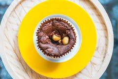 Пирожные на желтоват-белой плите Стоковые Фото